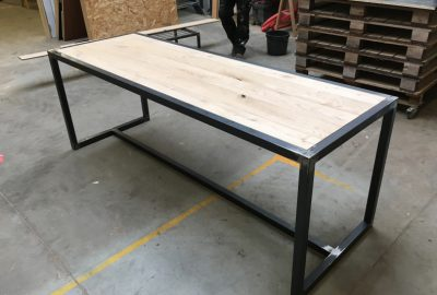 Buitentafel in hout
